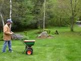 fall-fertilizing